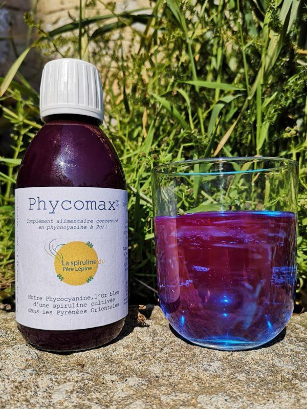 Phycomax et son verre de phycocyanine